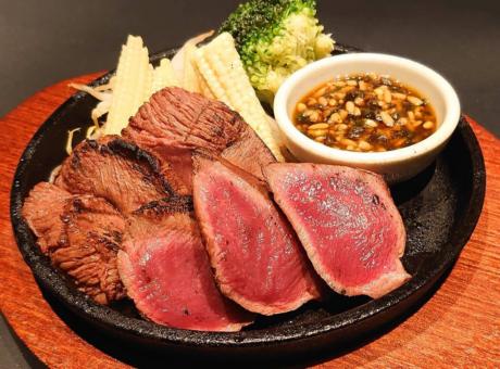 肝屋のイチオシ料理【牛タンの炭火焼き】